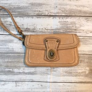 Coach Bags - 🧡🍁Leather Coach Wristlet Colorful Inside Great C
